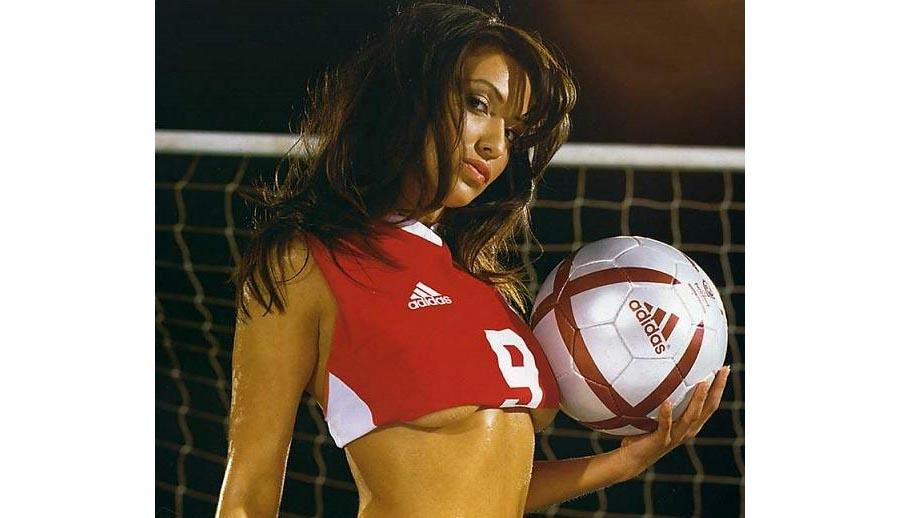 Are Mainstream Sports Chicks Hotter?