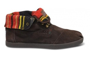 Highlands Brown Suede Stripe Men\'s Botas ($99)