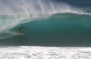 Jamie O'Brien Uses Beginner Surfboard to Dominate Pipeline