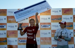 Stephanie Gilmore Wins TSB Bank New Zealand Surf Festival