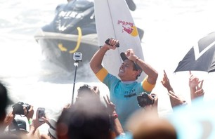 Julian Wilson Wins Nike US Open of Surfing Photo 0008