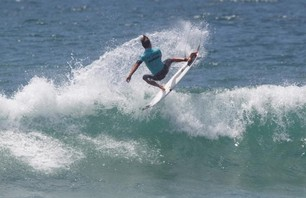 Julian Wilson Wins Nike US Open of Surfing Photo 0011