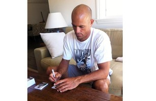 Kelly Slater Has His Own Trading Cards Photo 0001