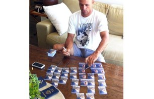 Kelly Slater Has His Own Trading Cards Photo 0002