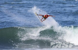 Sebastian Zietz Wins Reef Hawaiian Pro Photo 0007