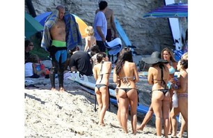 Throngs of Girls Chase After Kelly Slater Photo 0001
