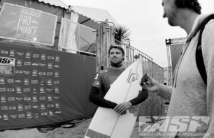 Day One of Quiksilver Pro France is in the Bag Photo 0006