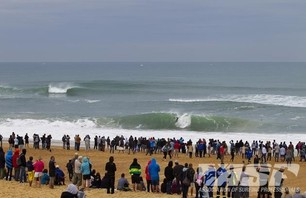 Day One of Quiksilver Pro France is in the Bag Photo 0010