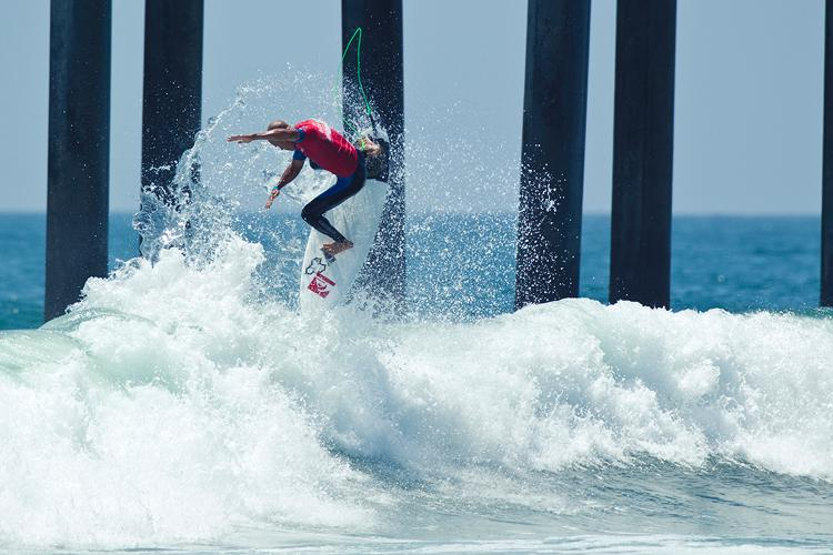 Kelly Slater Advances In Midst of Heavy Upsets at Day One of the Nike US Open of Surfing