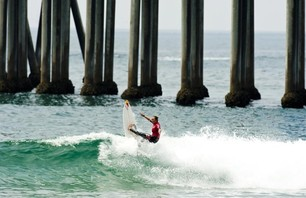 Day One of Women\'s Nike US Open of Surfing Finishes in Small Waves Photo 0001