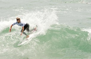 Day One of Women\'s Nike US Open of Surfing Finishes in Small Waves Photo 0002