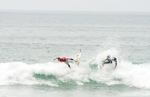 Day One of Women\'s Nike US Open of Surfing Finishes in Small Waves Photo 0005