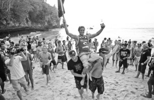 Chris Ward Wins Rip Curl Cup Invitational at Padang Padang Then Proposes to Girlfriend on Podium Photo 0002