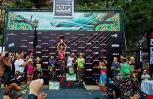 Chris Ward Wins Rip Curl Cup Invitational at Padang Padang Then Proposes to Girlfriend on Podium Photo 0003