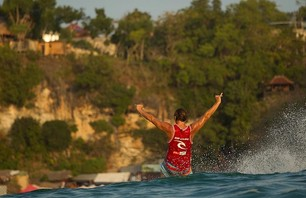 Chris Ward Wins Rip Curl Cup Invitational at Padang Padang Then Proposes to Girlfriend on Podium Photo 0004