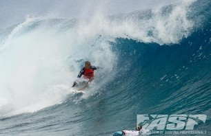 Kelly Slater Barely Makes it to Billabong Pro Teahupoo and Advances to Round Three Photo 0003