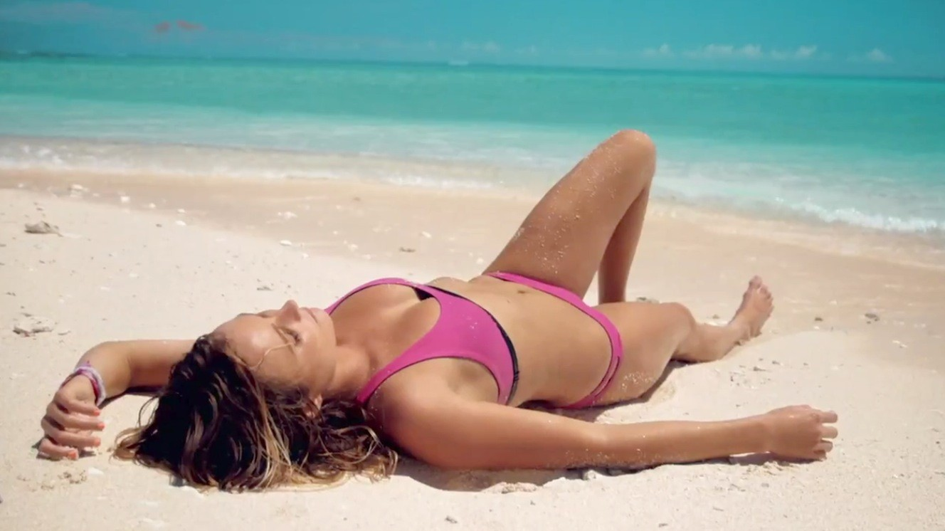 Behind The Scenes at Alana Blanchard\'s Bikini Shoot