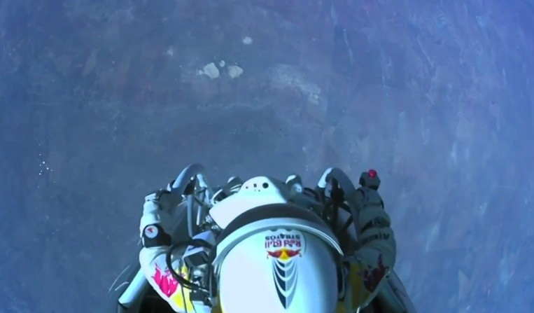 Felix Baumgartner\'s supersonic freefall from 128k\' - Mission Highlights