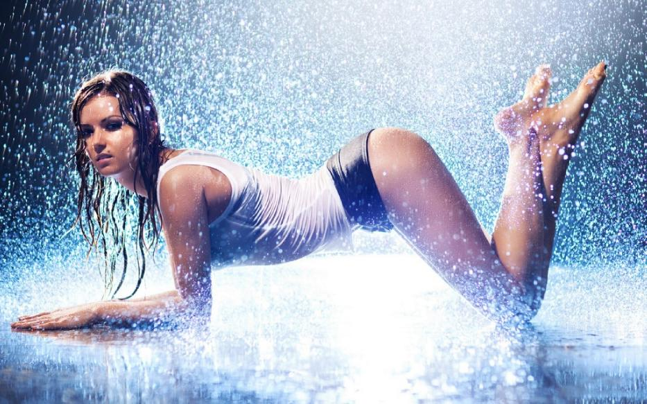 21 Awesome Photos of Girls in the Rain