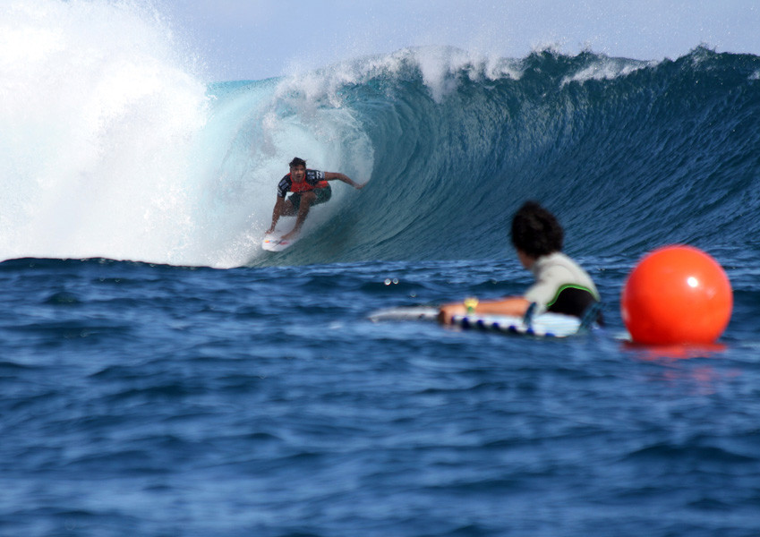 Billabong Pro 2012 - Day 1 Video Highlights