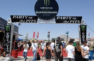 Supercross Las Vegas 2011 - 450 Gallery Photo 0003