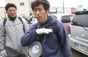 Japanese Surfer Rescues Wife From Tsunami