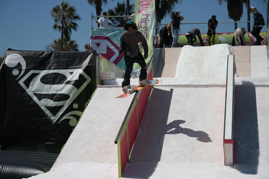 Supergirl Venice - Snowboard Rail Jam