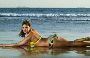 Women Who Surf (that we like to look at) Photo 0005
