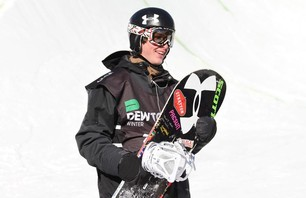 Dew Tour Killington Men\'s Snowboard Pipe Finals Gallery Photo 0008