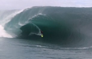 Tahitian Big Wave Goes XXL For Crew of Top Pro Surfers