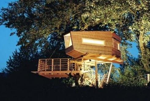 17 Insanely Made Treehouses