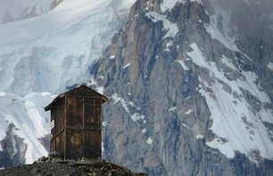 13 Loneliest Outhouses on Earth Photo 0003