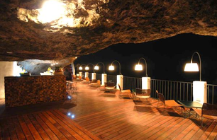 Sea Cave Restaurant in Southern Italy Photo 0003