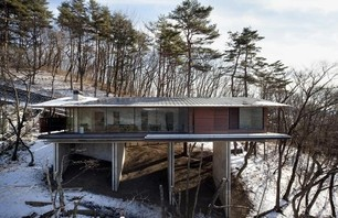 Modern Home in Japan Neighboring the Asama Volcano